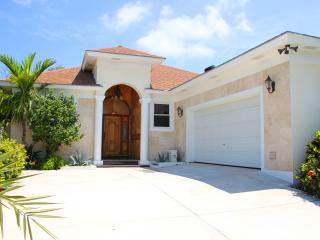 PLUMERIA - Steps from Orange Hill Beach - New Providence vacation rentals