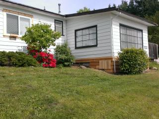 Blue Waters Cottage - Hot Tub, Ocean View! - Sechelt vacation rentals