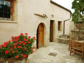 Romantic 1 bedroom Tzitzifes House with Internet Access - Tzitzifes vacation rentals