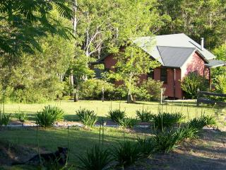 Gypsy Falls Waterfall Retreat Azure Cottage - Sydney vacation rentals
