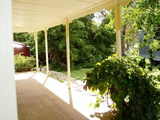 Perfect Cottage with Deck and Garden - Deepwater vacation rentals