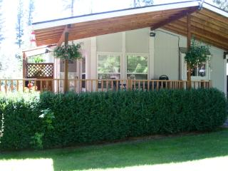 Garden Cottage, Flathead Lake, Lakeside, Montana - Lakeside vacation rentals