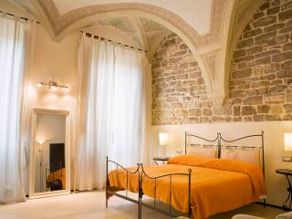 9 Torre - Executive Two Bedroom in Florence - Florence vacation rentals