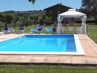 Comfortable Apartment with Shared Outdoor Pool and Television - Perugia vacation rentals