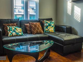 Quartz Townhouse - 2 bdr,sofa bed,2 bath - rooftop - Toronto vacation rentals
