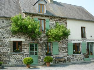 Lovely B&B between Mont St Michel and Omaha Beach - Le Mesnil Garnier vacation rentals