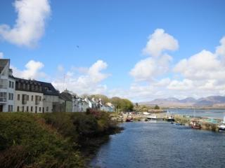 Roundstone Village - Elegant, modern, stunning panaromic views over Roundstone Harbour, sleeps 11 - Roundstone vacation rentals
