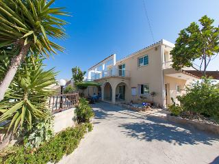 Perfect 4 bedroom Villa in Paphos with Deck - Paphos vacation rentals