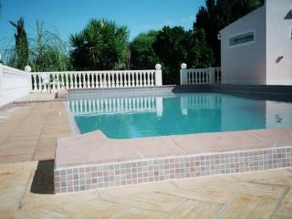 Villa apartment and  garden cottage. Vila Cordelia - Olhos de Agua vacation rentals