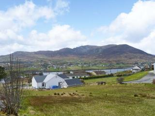 CURRIS COTTAGE, pet-friendly cottage with woodburner, garden, close beach, Kilcar Ref 25061 - Kilcar vacation rentals
