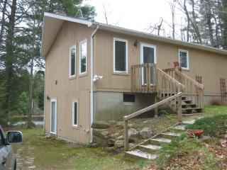 2 bedroom House with Deck in Becket - Becket vacation rentals