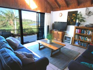 Family Friendly Beachhouse overlooking ocean - Warringah vacation rentals