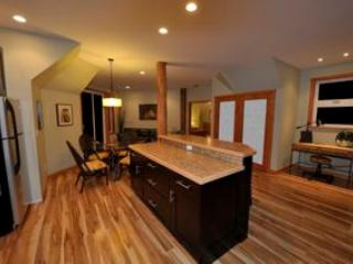 Kitchen, living and dining area in carriage House - Waterfront westcoast carriage hse pet frnd retreat - Halfmoon Bay - rentals