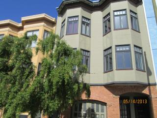 2 Blocks to Water - Elegant Top Floor, 2 bdrm Flat - San Francisco vacation rentals