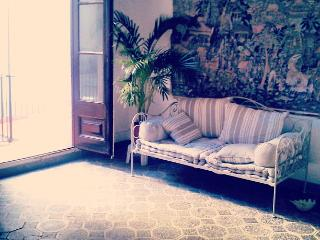 Cosy hideout next to Ramblas - Image 1 - Barcelona - rentals
