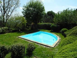 Esquisite Wooden Maison with swimming pool - Ecully vacation rentals
