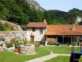 CASA LA TABLÁ - Casa Rural con jardín - ASTURIAS - Penamellera Alta Municipality vacation rentals