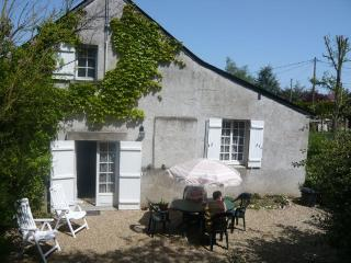Sunny 1 bedroom House in Mûrs-Erigné with Central Heating - Mûrs-Erigné vacation rentals