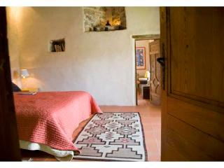 Great Old Bastide:Haven with Breathtaking Views. - Bez-et-Esparon vacation rentals