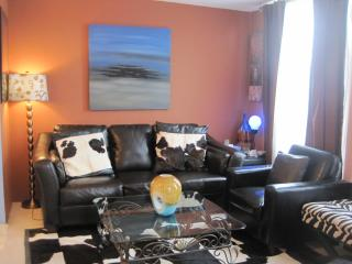 S1-VIBRANT DOWNTOWN 1-BR + den! - Vancouver vacation rentals
