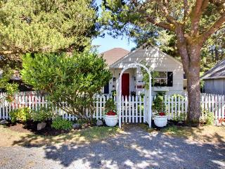 The Royal Rose Cottage - Cannon Beach vacation rentals