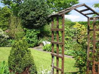 Private garden to the rear, a safe area for pets and/or children - Traditional English country cottage - Aldbrough - rentals