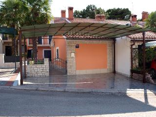 Romantic 1 bedroom Porec Apartment with Internet Access - Porec vacation rentals