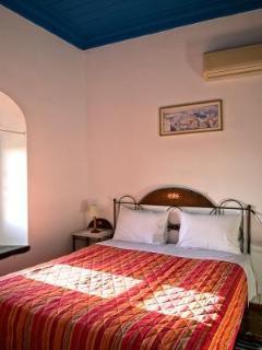 Bright 2 bedroom Chios Apartment with Paper Towels Provided - Chios vacation rentals