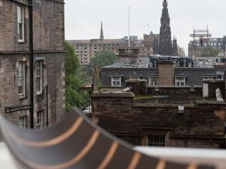 Advocates Close 2 Bedroom apartment - Edinburgh vacation rentals