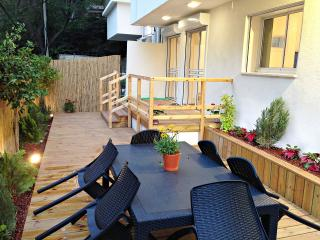 G A R D E N  ✿  2BR, 30Sec walk to Gordon♒Beach! - Tel Aviv vacation rentals