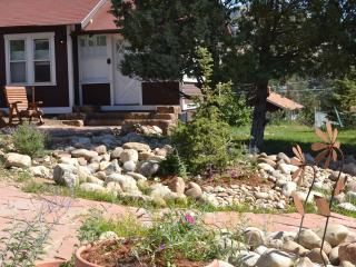 Bighorn Cottage... charming and close to town! - Estes Park vacation rentals