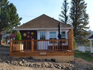 Lovely Cottage with Deck and Internet Access - Estes Park vacation rentals