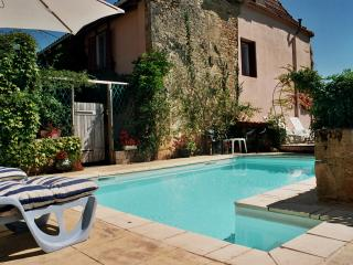 An old restored farmhouse with a pool in a quiet village near the Dordogne - Pezuls vacation rentals