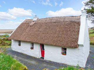 THE THATCH, character pet-friendly cottage, woodburner, close walking, cycling, in Poll, Spiddal Ref. 23903 - Crossmaglen vacation rentals