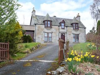 GRANITE COTTAGE, pet-friendly, fantastic views, first floor apartment in Nethy Bridge, Ref. 25214 - Nethy Bridge vacation rentals