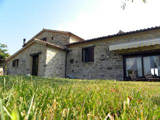 B&B with heated outdoor pool in the heart of Italy - Frontino vacation rentals