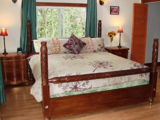 Quiet Country House on Private Estate- Sleeps 7! - Makawao vacation rentals