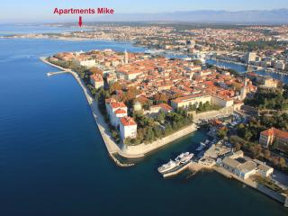 3 bedroom apartment with 2 balconies and sea-view - Muline vacation rentals
