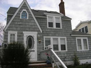Victorian style LBI home - Great family vacation home with easy walk to ocean - Decatur Island - rentals