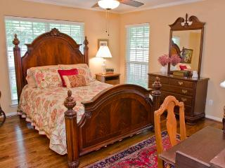 Convenient Quiet Dallas 1 BR Suite - Texas Prairies & Lakes vacation rentals