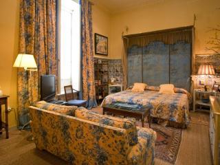 Queen's Pavillion 3 pax Seville Old Town - Seville vacation rentals
