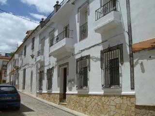 Sunny 4 bedroom Bed and Breakfast in Alcalá de los Gazules - Alcalá de los Gazules vacation rentals