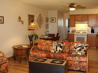 Beautiful 1 bedroom Ualapue Apartment with Internet Access - Ualapue vacation rentals