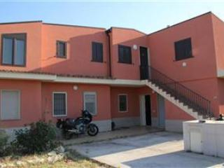 Cozy House with Satellite Or Cable TV and Outdoor Dining Area - Marina di Ragusa vacation rentals