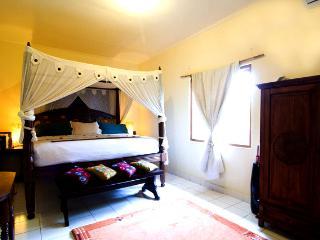 3 Bedroom Holiday House Near Balangan Beach Jimbaran - Jimbaran vacation rentals