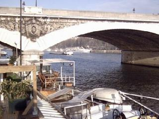 NICE HOUSEBOAT IN HEART OF PARIS - Paris vacation rentals