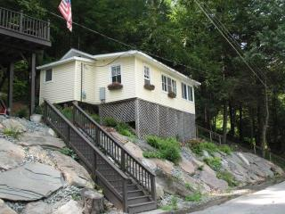 Cozy Cottage with A/C and Boat Available - Damascus vacation rentals