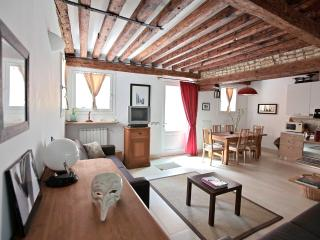 Bright Apartment in Venice with Satellite Or Cable TV, sleeps 6 - Venice vacation rentals