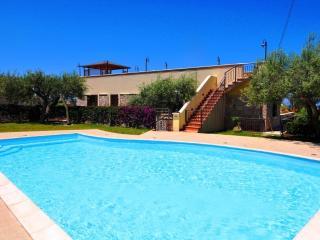 Cozy 3 bedroom Cefalu Villa with Internet Access - Cefalu vacation rentals