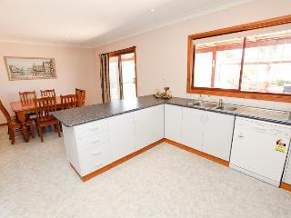 Comfortable 5 bedroom Vacation Rental in Mildura - Mildura vacation rentals